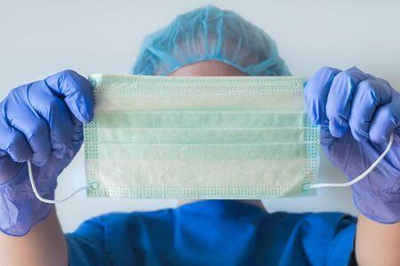 Nurse holding protection face mask against coronavirus 免版税图像