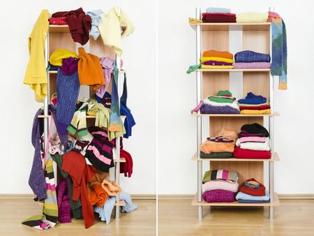 Antes e depois do guarda-roupa arrumado e arrumado, com roupas e acessórios coloridos de inverno Roupas bagunçadas jogadas em uma prateleira e roupas bem arrumadas em pilhas