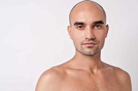 seins nus: Portrait d'un homme chauve