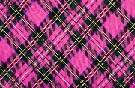 Motif de tartan écossais. Magenta rose et imprimé à carreaux noir comme arrière-plan. Losange symétrique.