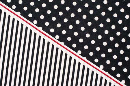 Polka points et rayures. La moitié des points blancs et la moitié des bandes verticales impression sur bleu foncé comme fond. Banque d'images - 46632312