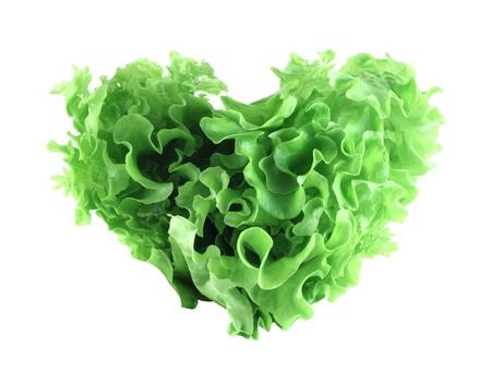 ensalada verde: Corazón en forma de ensalada de lechuga aisladas sobre fondo blanco