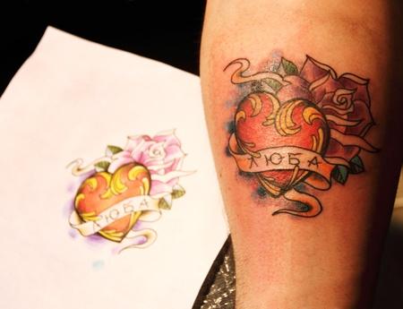 紙にスケッチで新鮮なタトゥーを終了