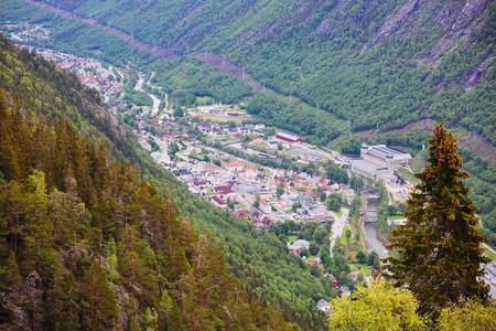 Krossobanen、達する山ケーブルカーの上から Rjukan、ノルウェーの表示します。