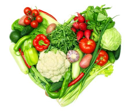 愛野菜コンセプト、白い背景で隔離の心と形の野菜の山 写真素材