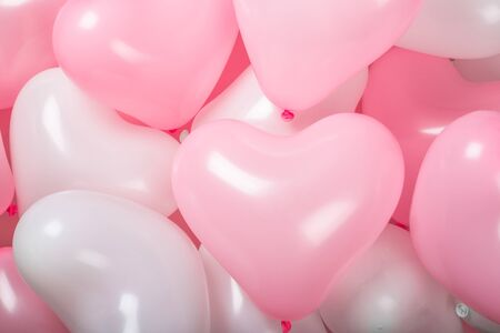 Happy valentines day greetings many heart shaped pink and white balloons background Imagens