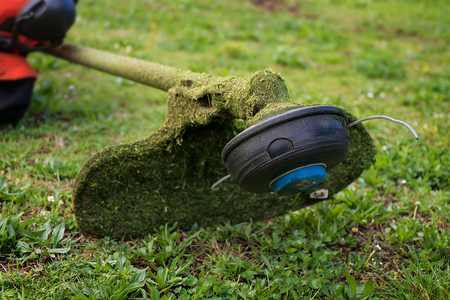 Grass cutter / brush cutter for trimming overgrown grass