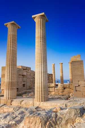 Tempio dorico di Atena Lindia sull'Acropoli di Lindos (Rodi, Grecia) Archivio Fotografico - 92582180