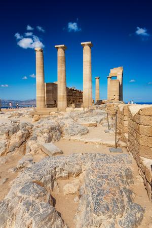 リンドスのアクロポリス (ロードス島, ギリシャ) にアテナ Lindia のドリス式神殿
