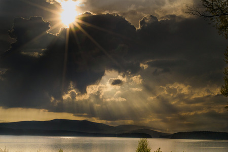 lipno: sun rays on lake