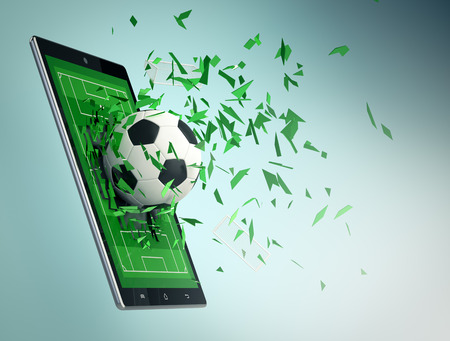 タブレット pc、サッカー場とスポーツとコミュニケーション技術の概念、ガラスを割って出てくるボール (3 d レンダリング)