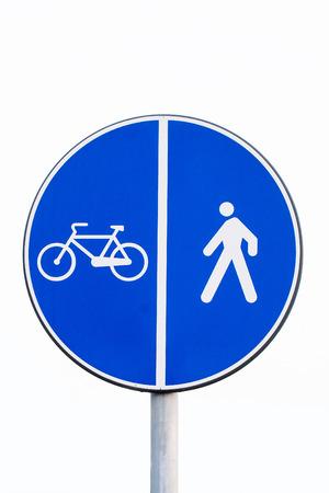 finer: se�al de metal por un carril reservado a los peatones y las bicicletas aislados sobre fondo blanco