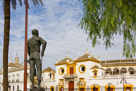 toros: Bronze Statue of Pepe Luis Vazquez matador lloking at the main entrance of the plaza de toros de la Real Maestranza de Caballeria Seville