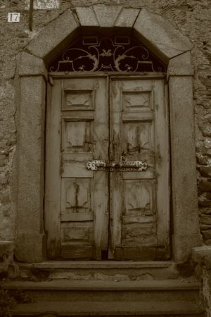 old, sinister and spooky door with 17 number Imagens