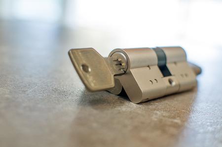 cilindro: cerradura de cilindro con llave