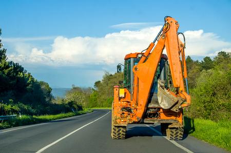ブルドーザー掘りスクレーパー - 建設サイト車両を運転 写真素材