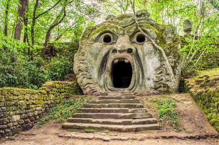 イタリア ラツィオ州地区 Bomarzo のモンスターの庭でオルクス像