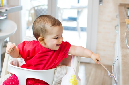 beating: newborn high chair play beating kitchen drawer spoon - heuristic games