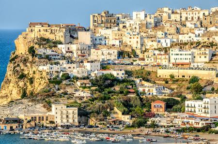 ペスキチ ガルガーノ イタリア プーリア海宙村 写真素材