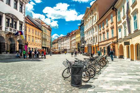 Bunte Straße Ljubljana Sommer Lubiana Gebäude sauber städtischen Bereich Pflege Standard-Bild - 72333980