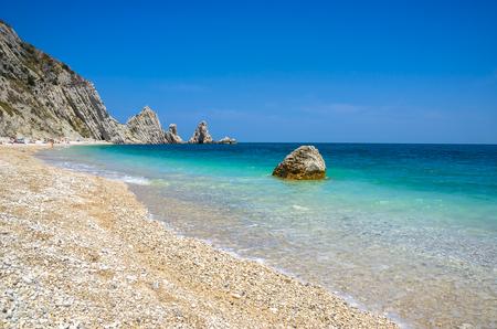 Sorelle ビーチ リビエラ デル コネロ ヌマーナ マルケ州アンコーナ アドリア海イタリアのため 写真素材