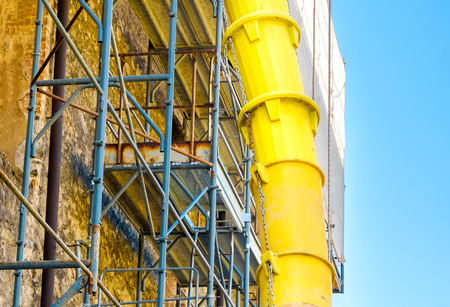 Costruire il cortile dei tubi detriti
