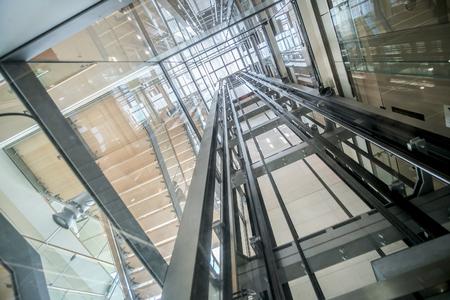 transparent lift modern elevator shaft glass building Foto de archivo