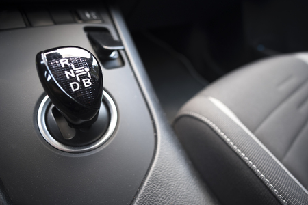 Een continu variabele transmissie (CVT) op een hybride auto. Stockfoto