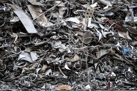 junkyard: pila de metal en el dep�sito de chatarra de hierro