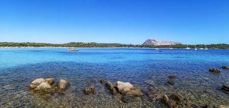 Ultra wide view of the beach of Cala Brandinchi in San Teodoro 免版税图像