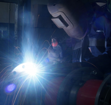 man who welds photo