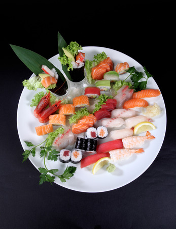 seaa: round plate of sashimi and sushi with mixed vegetables and ice