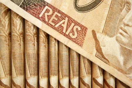 rubberband: Brazilian money close-up.