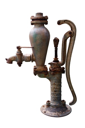 bomba de agua: Una bomba de agua antigua aislado en blanco. Foto de archivo