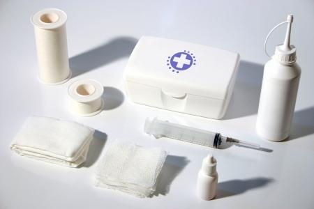 botiquin primeros auxilios: Foto de kit de primeros auxilios