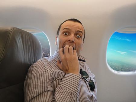 Een man met pteromerhanophobia - Vliegangst Stockfoto