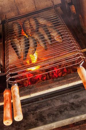 sardine: Sardine alla griglia - barbecue di pesce Archivio Fotografico