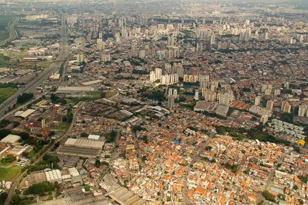 urban life: Vista a�rea de la ciudad de Sao Paulo en Brasil la vida urbana Foto de archivo