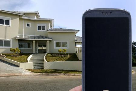 fachada: Smatrphone y la casa. Idea para los tel�fonos inteligentes de bienes del estado del sistema de supervisi�n del sistema de seguridad del hogar mejoras arquitectura aplicaciones contratista caseros y otros.
