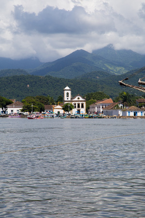 Paraty coastiline view from water - Vertical image Imagens