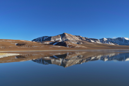 tantrums: Lake Lejia with mountains in the background. This lagoon is located in the Atacama desert near Lascar volcano in Chile.