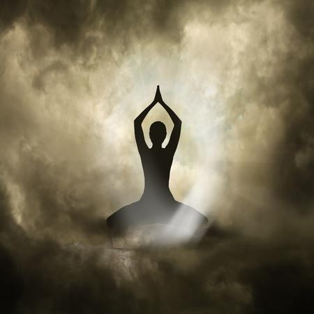aura: Illustration von Yoga und Spiritualit�t Black Background