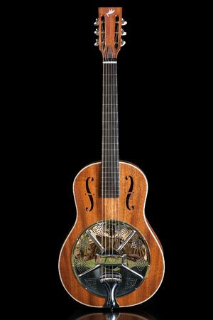 caoba: Resonador guitarra acústica hecha por luthier Luciano Queiroz, Cuerpo de caoba.