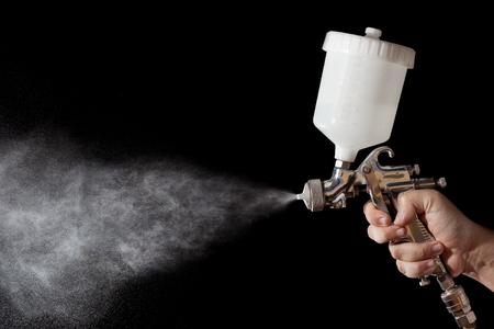 body paint: Primer plano de una pistola de pintura en aerosol con el fondo negro Foto de archivo