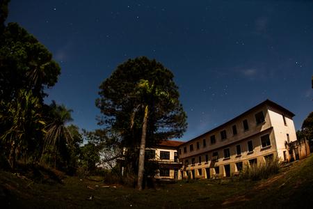Abandoned Hotel in moonlight at Campos Novos Paulista - Brazil Stockfoto