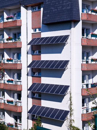 energy sources: Apartment house with system of solar energy sources