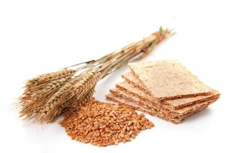 comiendo cereal: Crispbread con granos y trigo, comida sana Foto de archivo