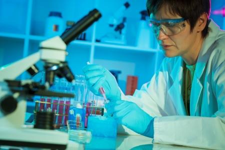 control de calidad: Laboratorio de ayudante en el laboratorio de calidad de los alimentos Foto de archivo