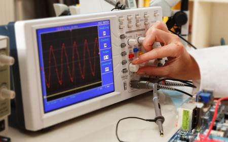 oscilloscope: Imposta sincronizzazione di un oscilloscopio in laboratorio