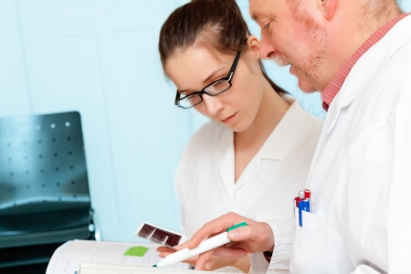 cancer research: Council of physicians review the results of a genetic test Stock Photo